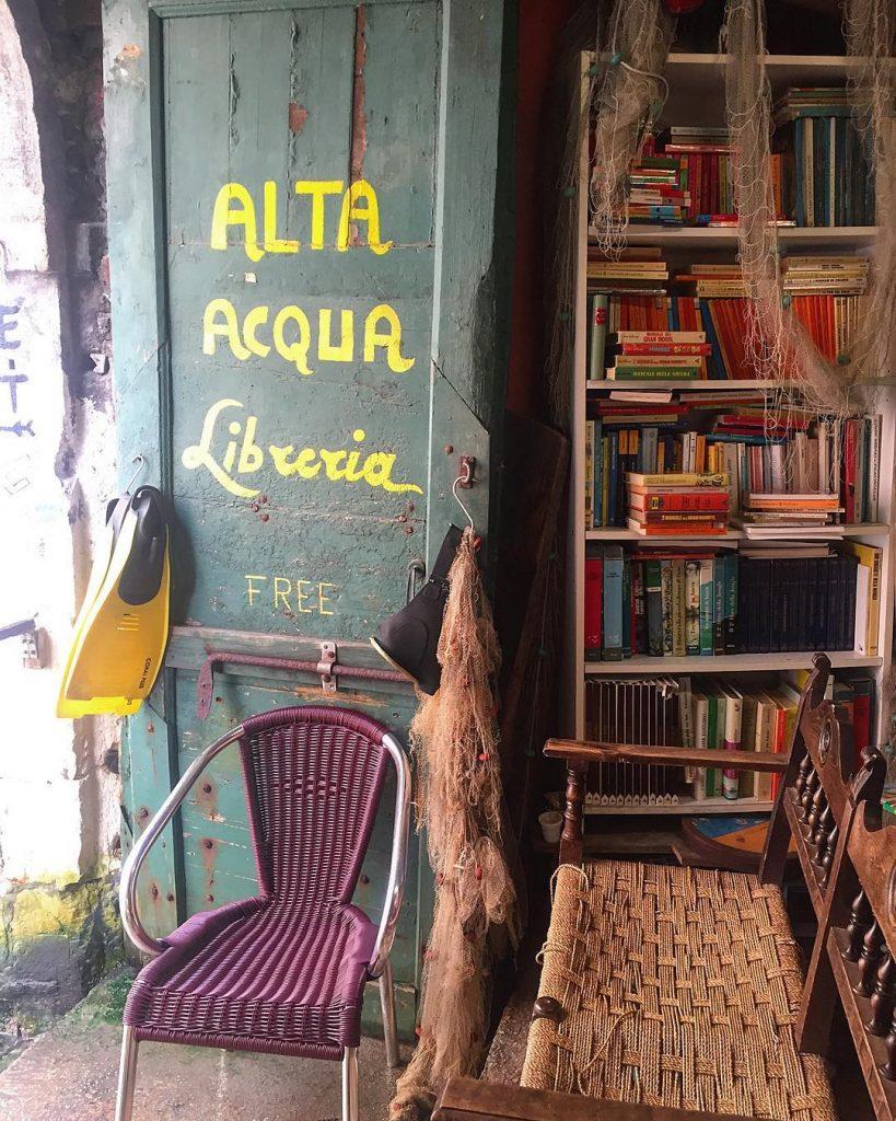 Buongiorno da uno dei posti più magici di Venezia: la Libreria Acqua Alta ❤️ #lifewelltravelled #audreylovesvenice #bookstagram