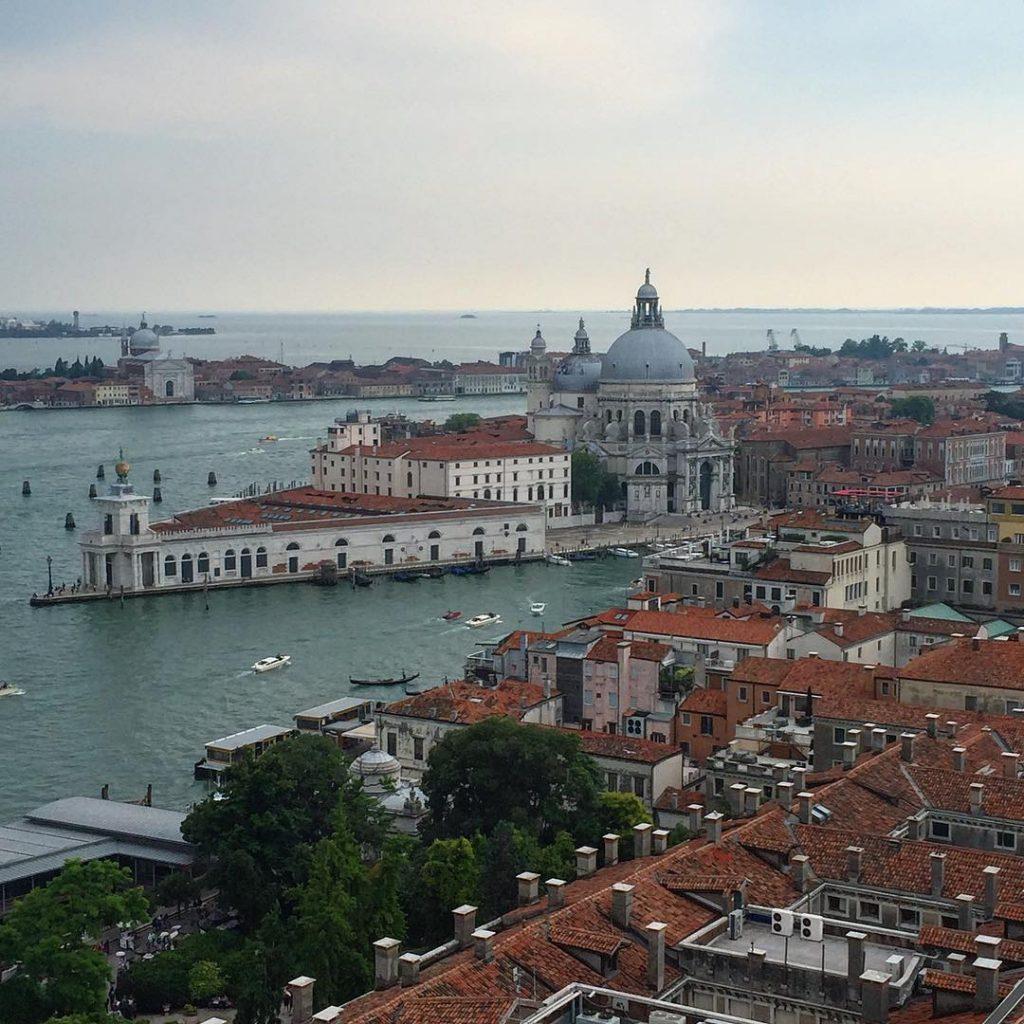 Cose di cui non posso fare a meno in viaggio: vedere le città dall'alto ❤️ #lifewelltravelled #travelgirl