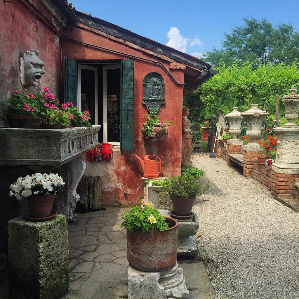 Che io adori Burano ormai l'avete capito, ma potessi scegliere dove vivere direi questo meraviglioso angolo di Torcello ❤️ #lifewelltravelled #audreylovesvenice