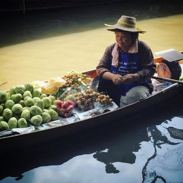 LostampFound THAILANDIA Damnoen Saduak Floating Market  lifewelltravelled people thailandallshots